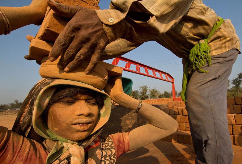 brick-worker-india-banner
