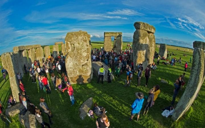 101243158_mcc0071040dt_newsstonehengesummer_solstice-pic_shows_people_gather_at_the_stones-large_trans_nvbqzqnjv4bqpivx42josuakz0be9ijungh28zinhzwg9svuzlxrn1u
